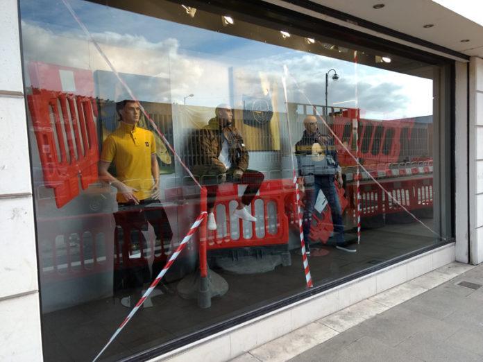 Shop window, Window display,